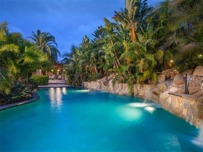 1000 images about luxury dream pools on pinterest for Luxury pools with waterfalls