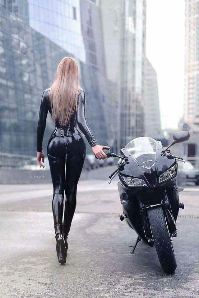 ним тут, жопа в кожаных штанах на мотоцикле фото сразу, чем хвост