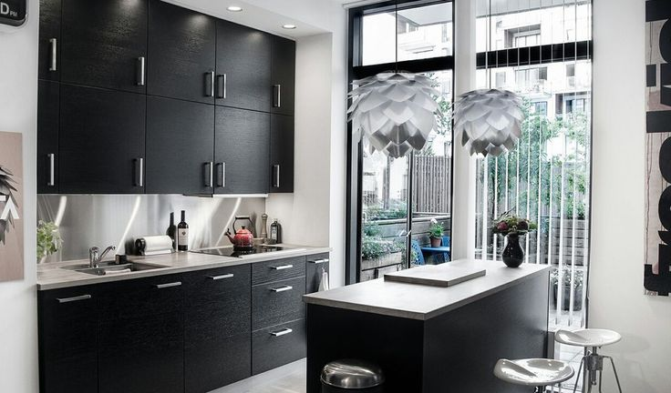 Silvia pendel stål fra VITA er perfekt til at have over køkken bordet eller i spisestuen.