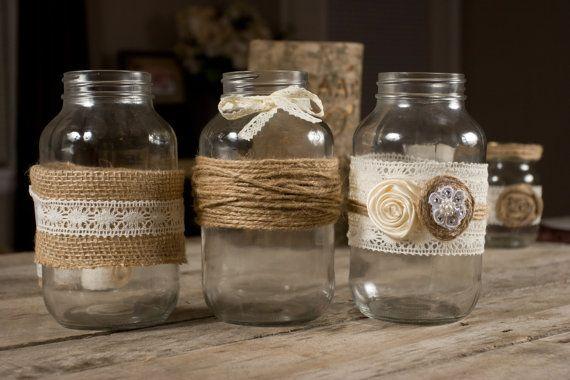 Dies ist für eine Gruppe von zwölf Mason Jar-Packungen mit Sackleinen und Spitze. Eine schöne Hochzeit Herzstück oder Dekor für Ihr Zuhause. Gläser nicht im Lieferumfang enthalten. Wenn Sie Änderungen vornehmen, einfach Nachricht uns möchten, bin ich sicher, dass wir unterbringen kann. Schauen Sie sich die koordinierenden Votiv Kerzen in unserem Shop
