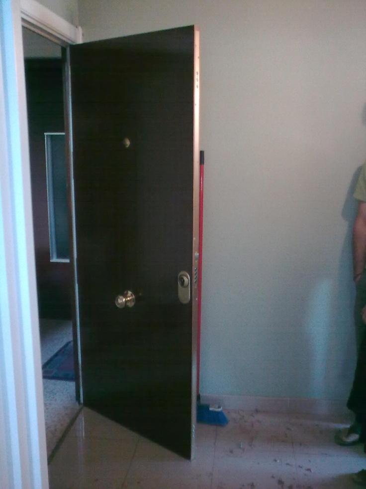 Puerta blindada modelo lisa sapelly puertas blindadas for Puertas blindadas