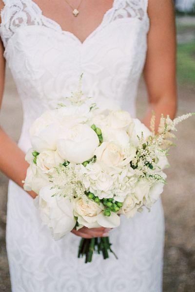 white + green bouquet | Ashley Seawell #wedding