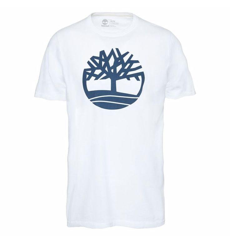 Réf : A1LAD  Composé de manches courtes et réalisé dans un jersey très doux 100% coton bio, ce T-shirt pour Homme Timberland SS Kennebec River Brand Tree Tee à la coupe classique a un côté très urbain. Il possède de façon très visible l'emblème typique de la marque sur la poitrine.  Poids: 190 g