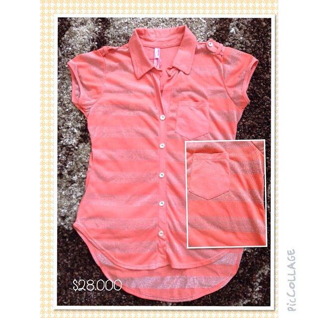 Blusa manga corta con rayas plateadas y coral. Talla S