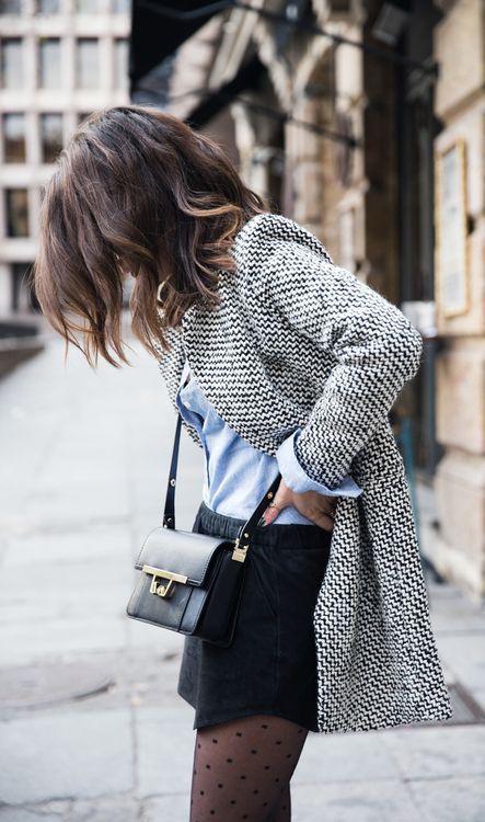 Falda corta o pantalones negros con medias lunares Calzedonia