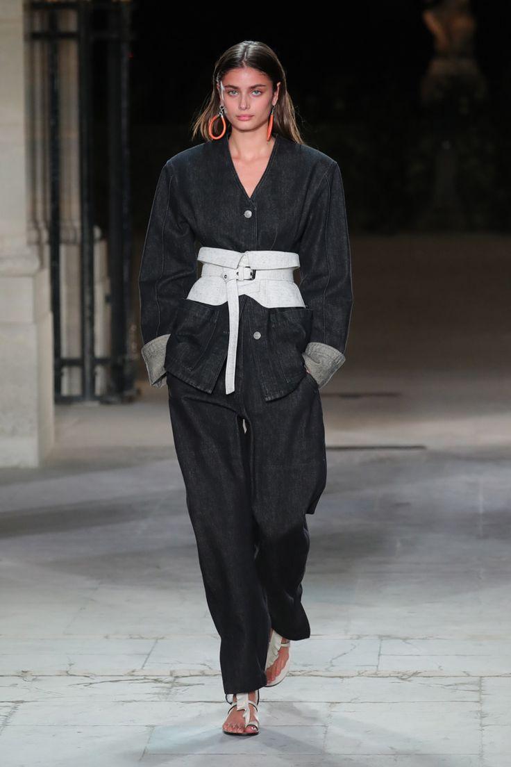Confira os looks propostos pela estilista na temporada de Paris