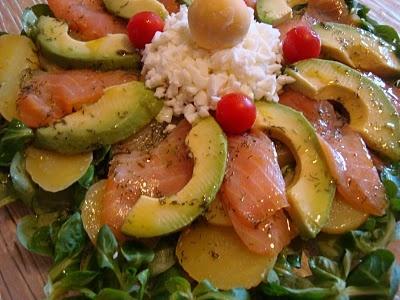 Ensalada de patata salmón y aguacate