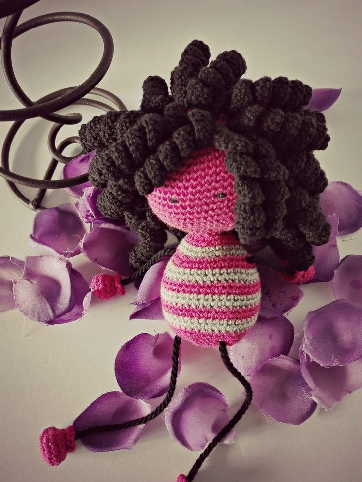 Quiero presentaros a mi Pequeña Rizos. Mía, porque es de creación propia. Pequeña, porque incluso con el gran volumen del pelo, es peq...