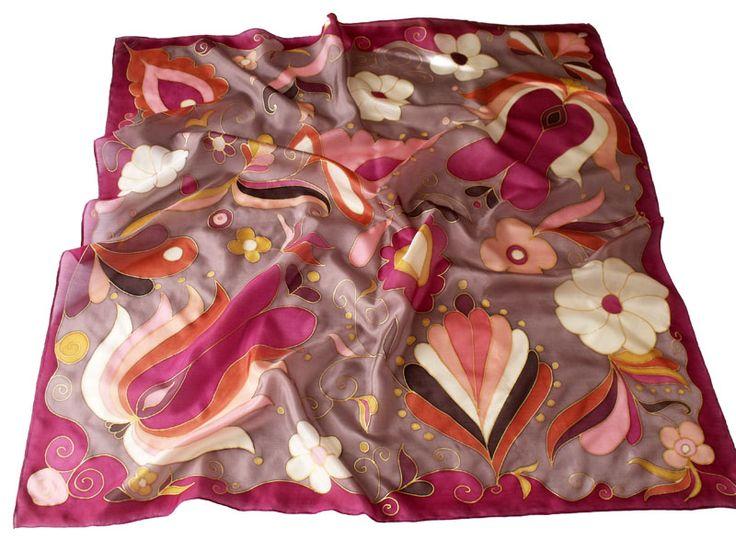 Jászsági mintákkal megfestett selyem kendő.