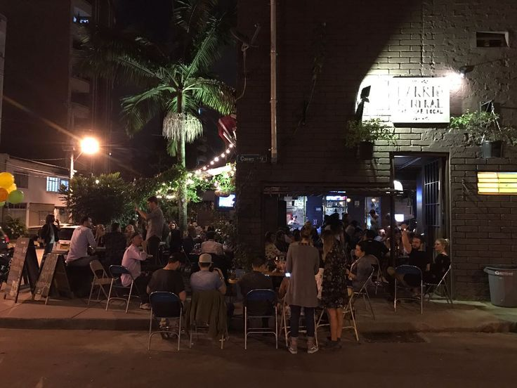 So busy we have customers on the street for our 1st year anniversary at @BARrioCentralCB  #BarrioCentralCafeBar #Aniversario #Party #Fiesta #NoCover #LiveMusic #MusicaEnVivo #SonCubano #UPB #La70 #SanJoaquin #Laureles #BarrioCentral #CafeBar #BarLocal #BebeLocal