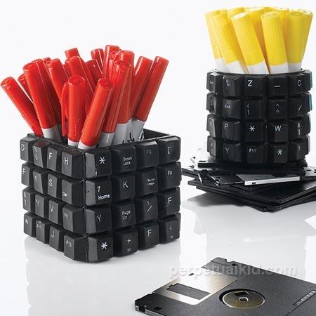 Reciclando tecnología,  Go To www.likegossip.com to get more Gossip News!