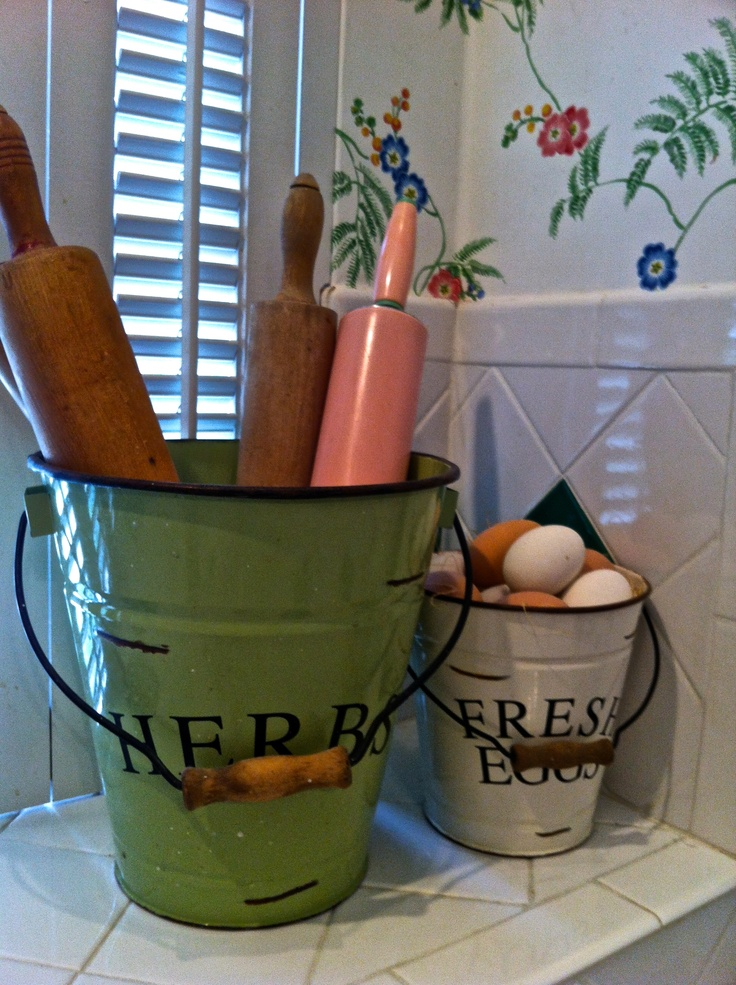 Mrs. CIndy's Beachy Farmhouse-love the pink rolling pin