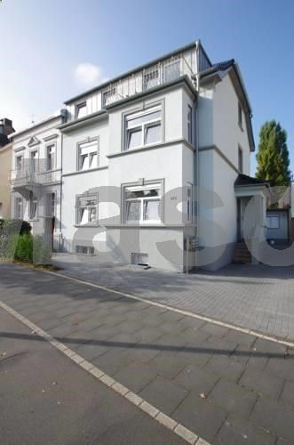 Bel-Air Bungalow Bonn Featuring free WiFi, Bel-Air Bungalow offers pet-friendly accommodation in Bonn. Bonner Kammerspiele is 900 metres from the property. Free private parking is available on site. All units include a satellite flat-screen TV.