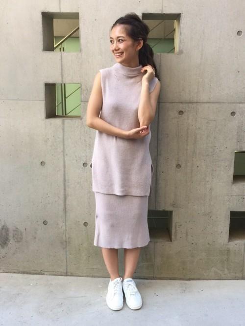 今季のトレンドカラーで大人の女性らしさを☆夏ファッションのタートルネックコーデ参考♪