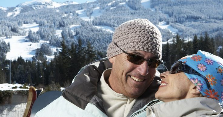 Cómo lavar una chaqueta Columbia. Las chaquetas de Columbia están diseñadas para protegerte de los elementos, como la nieve, el hielo, la lluvia y el viento cuando estás esquiando, jugando con amigos y familiares o disfrutando de otra manera al aire libre. El lavado de la chaqueta de una a tres veces por temporada la mantiene bien conservada y con el mejor aroma. Hay que tener ...