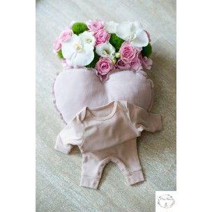 """Pack idéal pour un cadeau de naissance petite fille. Ce pack contien un pyjama uni Faded-Pink """"My Moumout """" et un coussin d'écoratif en forme de coeur."""