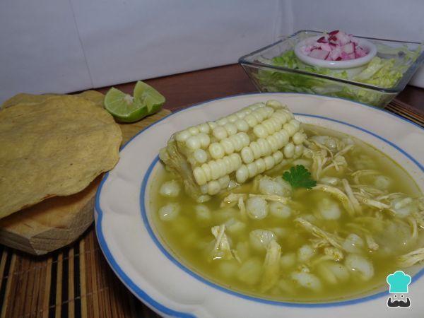 Receta de Pozole verde de pollo con elote #RecetasGratis #RecetasMexicanas #ComidaMexicana #CocinaMexicana #Sopa #Caldo #Pozole