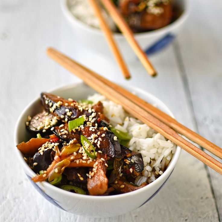 szechuan-style-mushroom-with-aubergine. This #vegan and #glutenfree dish is distinctively rich and spicy hot:  a wonderfully flavoured, comforting bowl of goodness.