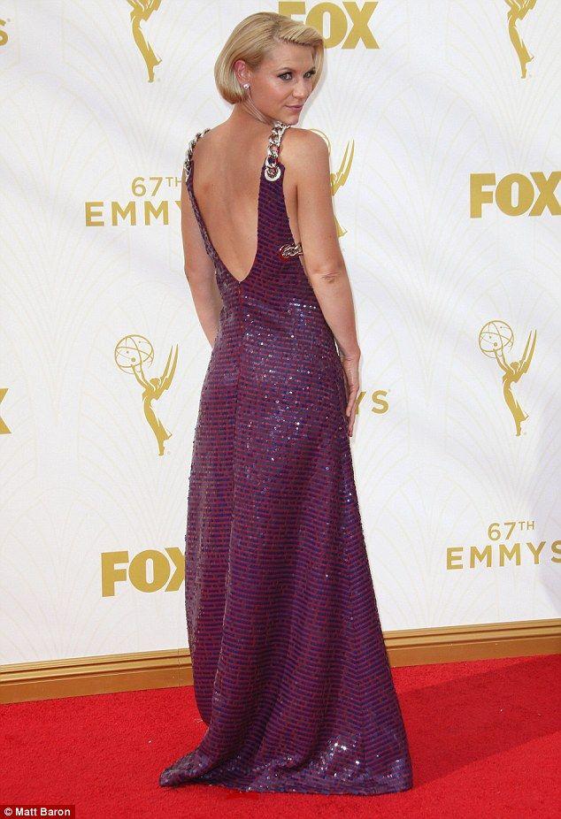 Клэр Дейнс. Лиз вердикт: актриса, в фиолетовом платье от Прада, выглядит потрясающе. Просто нужное количество оборотного экспонирования