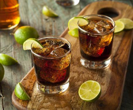 Il Cuba Libre è uno dei cocktail più famosi e bevuti ed è un cocktail ufficiale IBA.