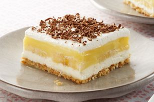 Banana Pudding Squares Recipe - A favourite homey pudding dessert gets updated with a fresh banana cream flavour twist!
