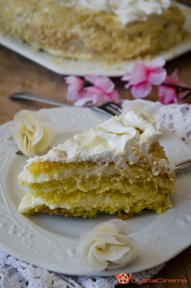 Torta chantilly un dolce fresco e gustoso realizzato con un pan di spagna e un morbido ripieno di crema pasticcera. Ideale per compleanni o ricorrenze speciali.
