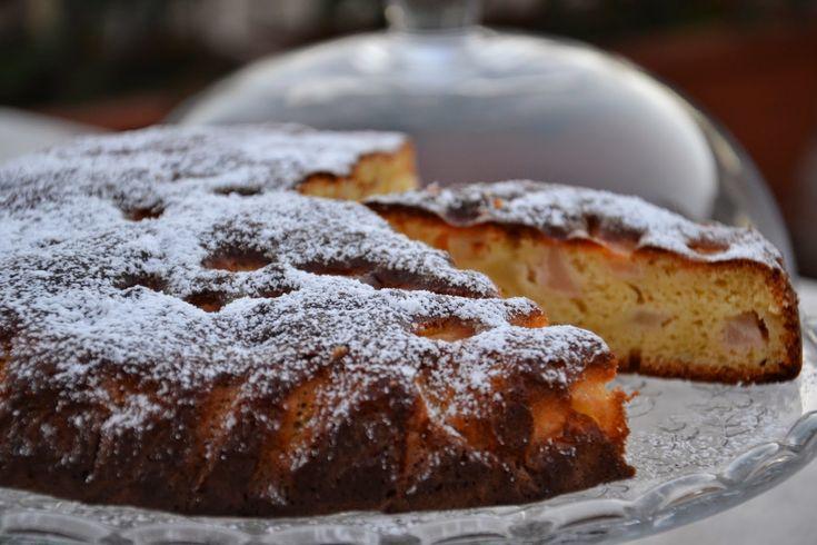 Quando la pera incontrò la ricotta nacque un soffice cuscino.  Ecco perchè soltanto una torta semplice di pere e ricotta; a volte ci sentiam...
