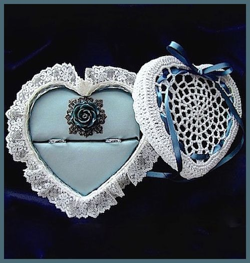ring pillow with lacebasket