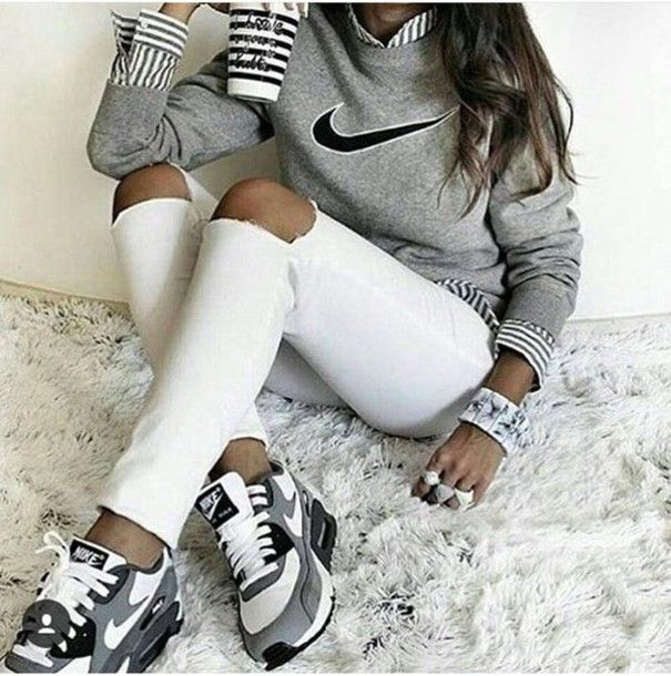 Wheretoget - Striped long-sleeved grey and white shirt, grey Nike sweatshirt, white skinny jeans with cut-out knees, white and grey bangle, white and grey rings, and white, grey and black Nike sneakers