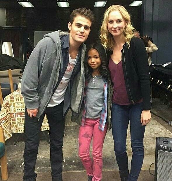 The Vampire Diaries   Paul Wesley (Stefan) and Candice King (Caroline) with the Navia Ziraili Robinson (little girl from 8x12) #Steroline #Wescola