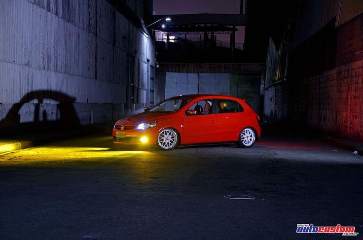 Veículo: Volkswagen Gol ano 2012 série especial de 25 anos da VW, cor vermelho Flash e detalhes diferenciados como emblemas e acabamentos no interior. Prop