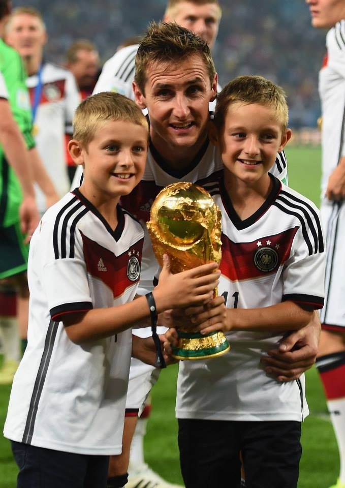 Why so cute? (>.<) #german #football #kids #miroslavklose