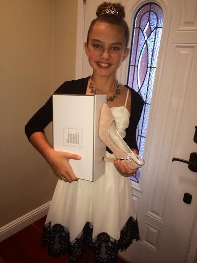 300: Rise of an Empire actress Caitlin Carmichael with her #JakiiShoes. #JakiiGoesToTheGlobes