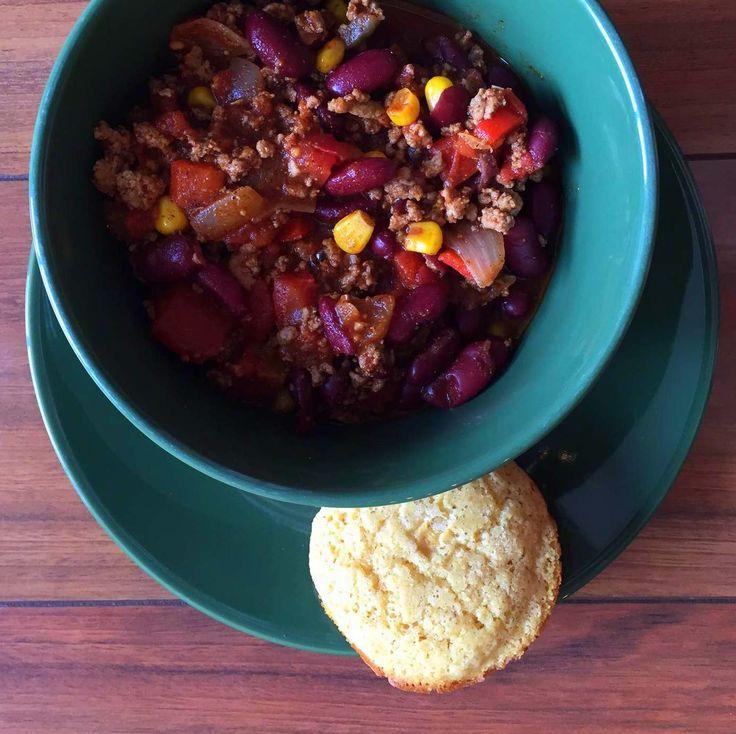 Lean mean clean chili (and cornbread)