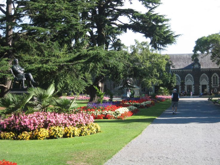 Christchurch Botanical Garden is surrounded by the city and the people love it. With 1.5 million visitors a year