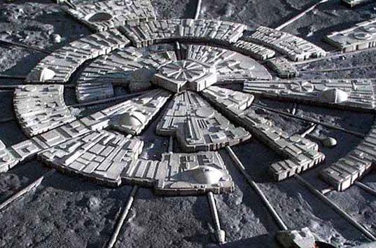 На Луне давно обосновались инопланетяне, которые сотрудничают с многими правительствами мира