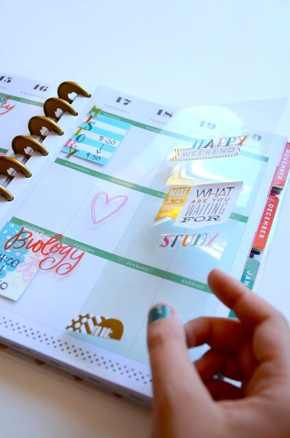 My College Agenda: The Happy Planner - She put her class schedule on transparency paper that can easily move from week to week throughout the school year.