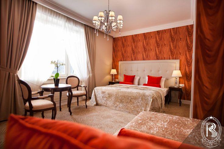 Pokój czerwony / Red Room.  #RezydencjaHotel #design #red #besthotel #pokój #room #apartament #luxurydesign #luxurious #luxury #wystrój #hotels #rezydencja