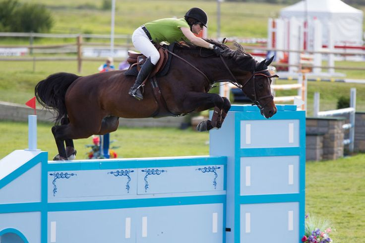 La amazona canadiense Tamie Phillips condujo de manera magistral a sus dos caballos, para ocupar de manera imbatible el primer y segundo lugar del $60,000 Bryan Anderson Memorial Jmpr Classic CSI2* del Rocky Mountain en Colorado.