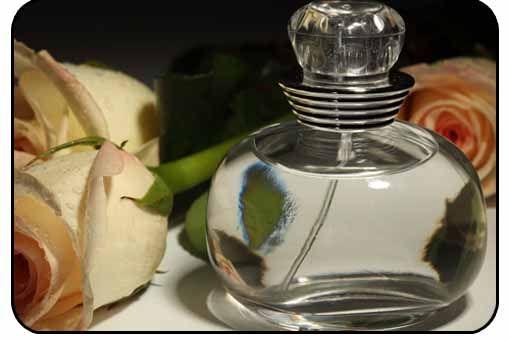 Cada día más personas son alérgicas a diversos ingredientes o componentes que forman los perfumes y colonias. Es difícil encontrar en el mercado un perfume que entre sus componentes, no contengan derivados del petróleo u otros conservantes o aromatizantes que a la larga dañan la piel y la salud en muchas personas. Y si … … Sigue leyendo →