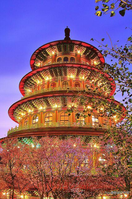 Taiwan - photographer paradise  天元夜櫻菩提心 by Singer 晴哥, via Flickr