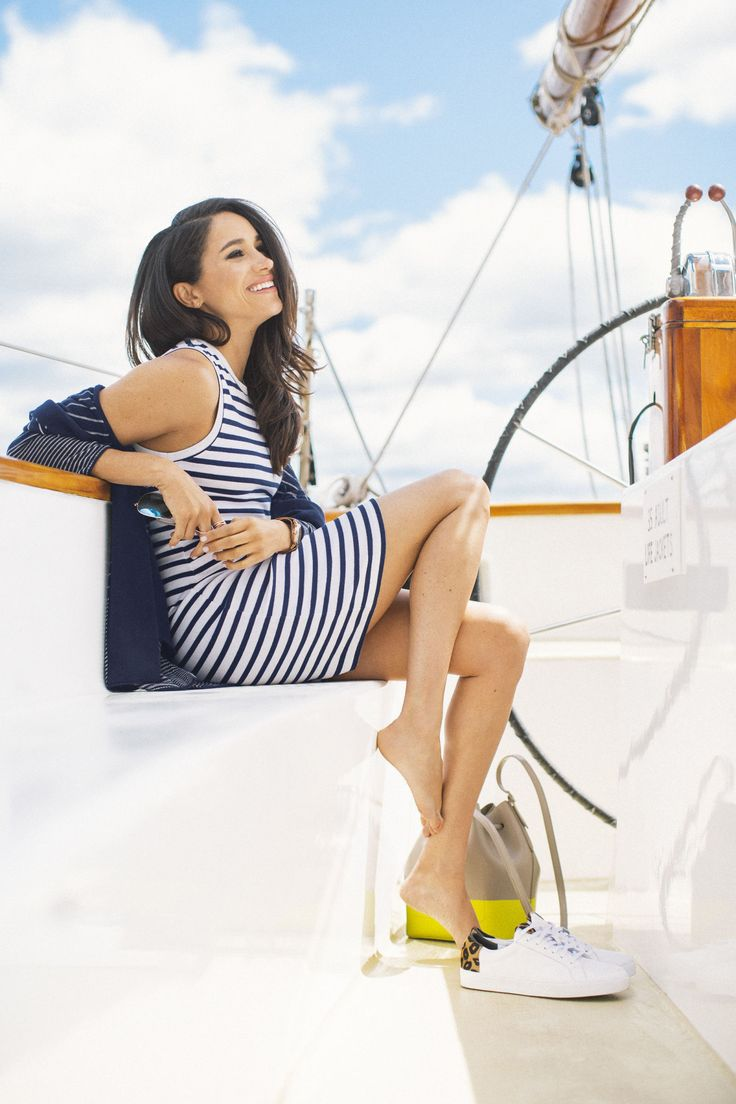 """""""Suits"""" Star Meghan Markle Shows Off Her Summer Style"""