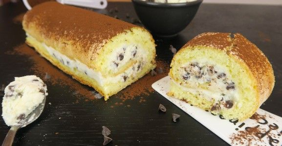 This tasty dessert is easy and quick to prepare. It's perfect for those who love the ricotta and chocolate chip combo.  INGREDIENTS 2 eggs 60g flour 60g sugar 1tsp baking powder  for the filling: 400g ricotta cheese 100g powdered sugar 90g chocolate chips  DIRECTIONS Beat the eggs with a pinch of salt, gradually add the sugar, the flour and finally the baking powder. Once the mixture becomes foamy pour it evenly into a cake pan. We used a small cake pan if you want to make a larger roll just…