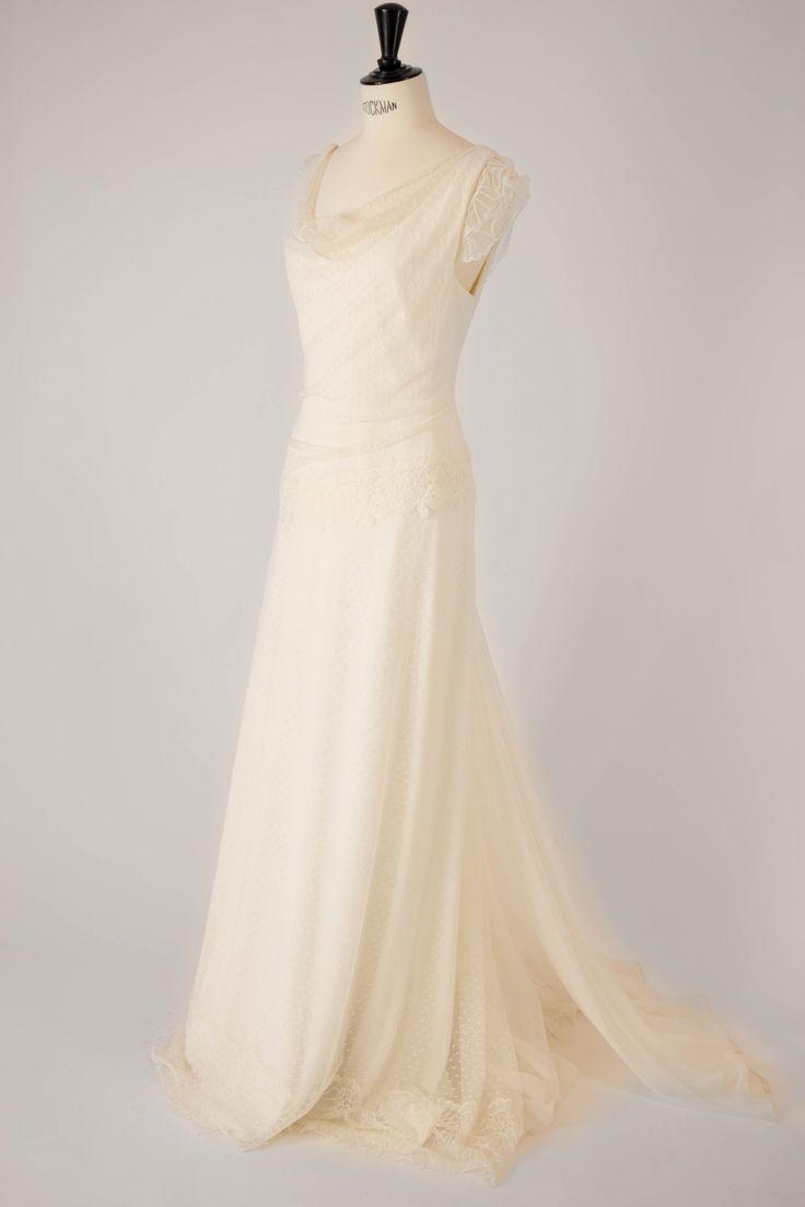 Robe de mariée longue modèle Carmen par Amarildine, disponible en taille 38 au showroom de Juliette se Marie.. #Robe #mariage #conceptstore #Aixenprovence