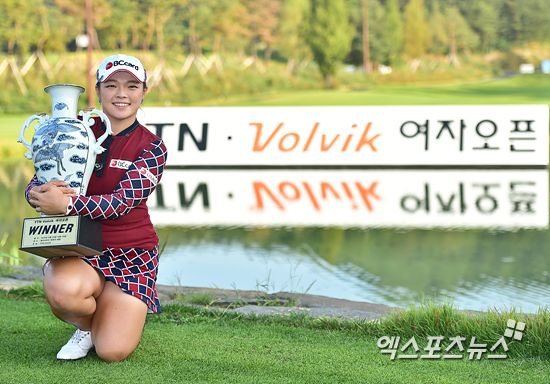 This week's KLPGA event is a three rounder sponsored by Volvik.  So a gaggle of Volvik ladies showed up, including Mi Hyang Lee and Chella Choi.  Also in the field are Ha Neul Kim, fresh off her win