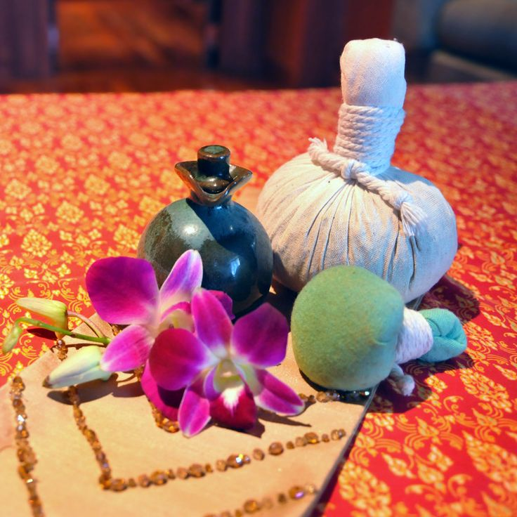 Special of November - luxurious Thai Royal Compress Massage (90 minutes) at Spa Athénée.