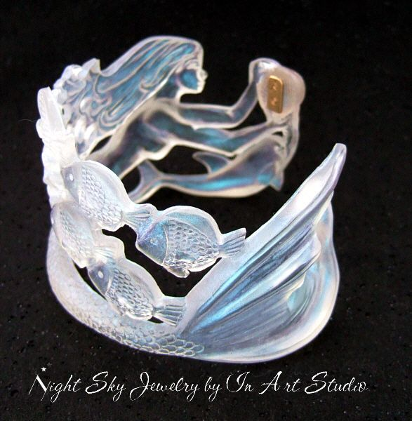 Mermaid #resin bracelet - she looks like she's been carved out of ice!