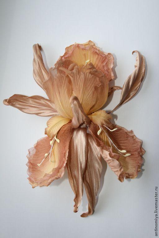 """Цветы из шелка. Брошь-ирис """"Orianne"""" - бежевый,кофейный,желтый,цветы из шелка"""