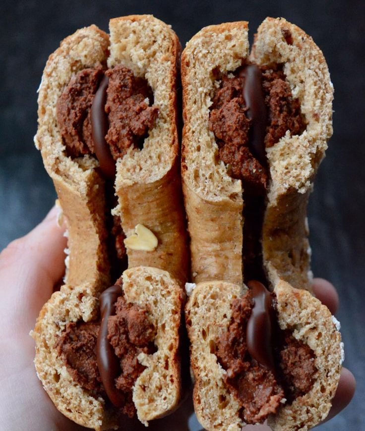 Chocolate stuffed #BAGELS  . Good morning everybody! For breakfast today I had a @dr_zaks_ltd cinnamon raisin bagel from @musclefooduk; except I scooped out the inside of the bagel and mixed it with cocoa powder @sukrinuk Gold cream cheese and Apple puree to make a chocolate filling (once it had tested in the fridge overnight it was a perfect texture). Then this morning I smothered it back into the bagel and melted some @cocoa.plus to put inside too; the cold filling set it hard again so I…