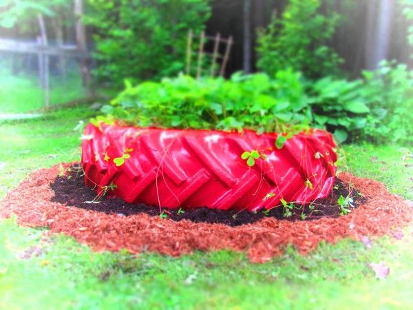 Vieux Pneus Recyclés / Recycled Tires Garden Projects Garden Ideas Tires & inner tube